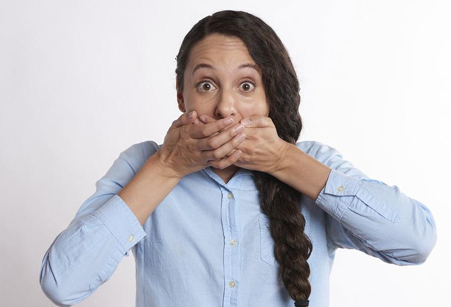 Mundgeruch durch Mandelsteine